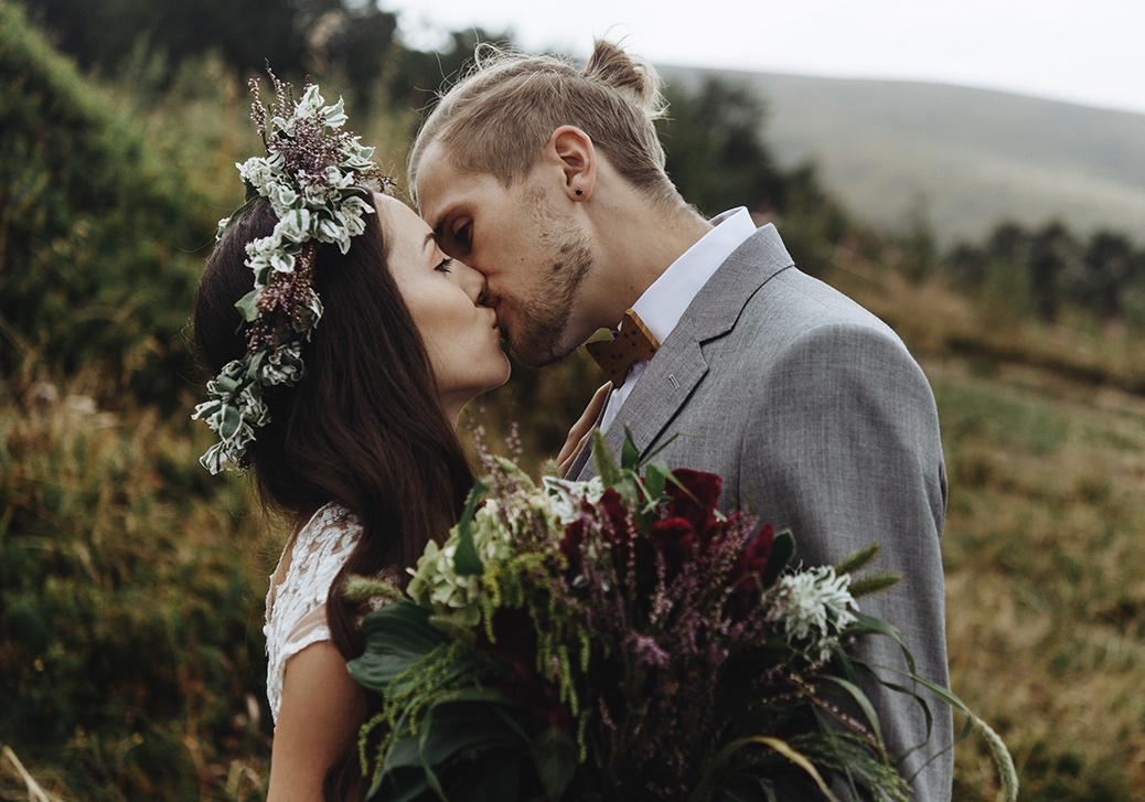 """Bei uns ist rund um den """"Schönsten Tag des Lebens"""" unglaublich viel möglich. Hochzeitsessen in den Bergen oder gar Heiraten mit Kaiserblick inmitten der Tiroler Naturlandschaft."""